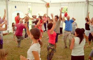 bailando_grupo_adultos_carpa